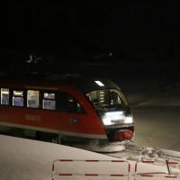 Oy - Pkw biegt auf Gleise ab und wird von Regionalbahn erfasst - eine Person leicht verletzt