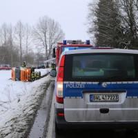 B312-Berkheim - Sattelzug kommt von Fahrbahn ab und kippt - Verkehrsbehinderung