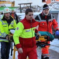 11-02-15_BY_Memmingen_Baustelle_medizinischer-Notfall_Feuerwehr_Poeppel_new-facts-eu0004