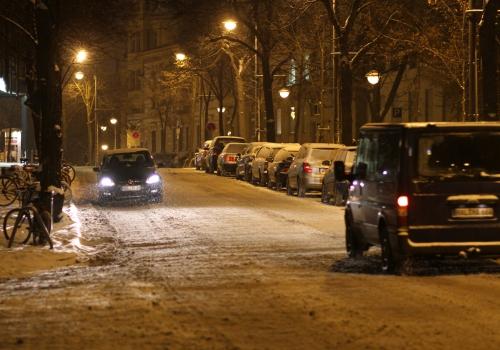 Schneebedeckte Straße, über dts Nachrichtenagentur