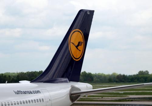Lufthansa-Maschine am Flughafen, über dts Nachrichtenagentur