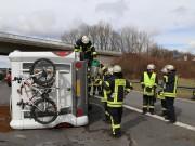A7-Dettingen - Reifenplatz führt zu Unfall - Wohnmobil blockiert Autobahn - zwei Verletzte