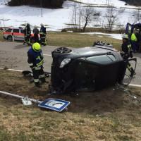 17-03-15_BY_Lindau_Scheidegg_Unfall_Pkw_Lkw_Feuerwehr_Raedler_new-facts-eu0004
