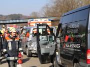 20-03-15_A7-Dettingen-Altenstadt_Unfall_Transporter_Feuerwehr_Polizei_Poeppel_new-facts-eu0003