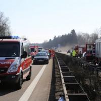 20-03-15_A7-Dettingen-Altenstadt_Unfall_Transporter_Feuerwehr_Polizei_Poeppel_new-facts-eu0010
