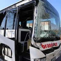 20-03-15_BY-Unterallgaeu_Westerheim_Unfall_Bus-Lkw_Polizei_Poeppel_new-facts-eu0001