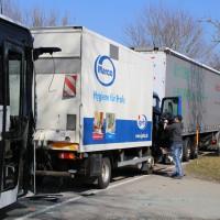 20-03-15_BY-Unterallgaeu_Westerheim_Unfall_Bus-Lkw_Polizei_Poeppel_new-facts-eu0002