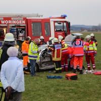 28-03-15_BY_Unterallgaeu_Kronburg_Illerbeuren_Unfall_Feuerwehr_Poeppel_new-facts-eu0003