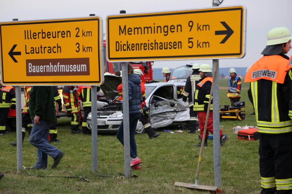28-03-15_BY_Unterallgaeu_Kronburg_Illerbeuren_Unfall_Feuerwehr_Poeppel_new-facts-eu0005