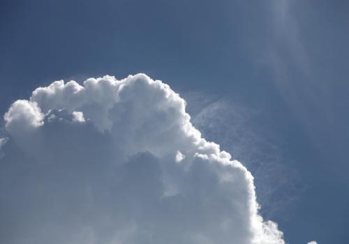 Blauer Himmel mit Schönwetterwolken, über dts Nachrichtenagentur