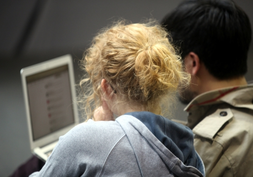 Pärchen am Computer, über dts Nachrichtenagentur