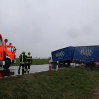02-04-15_BY_Memmingen-Steinheim_Windboe_Lkw_Feuerwehr-Sperrung_Poeppel_new-facts-eu0012