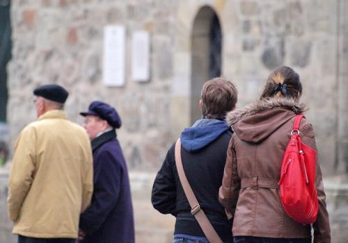 Senioren und Jugendliche, über dts Nachrichtenagentur