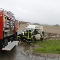 01-05-2015_BY-B300-Bebenhausen-Babenhausen_Unfall_Feuerwehr_wis_new-facts-eu0004