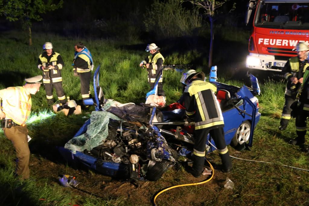 04-05-15_BY_Unterallgaeu_Erkheim_Unfall_Feuerwehr_Poeppel_New-facts-eu0052