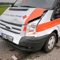 26.05.2015-Jengen-B12-Ostallgäu-Unfall-Gas und Bremse verwechselt-Verletzte-Krankentransportwagen-Rettungswagen-Bringezu-Polizei-Auffahrunfall (9)
