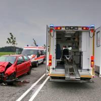 26.05.2015-Jengen-B12-Ostallgäu-Unfall-Gas und Bremse verwechselt-Verletzte-Krankentransportwagen-Rettungswagen-Bringezu-Polizei-Auffahrunfall (1)