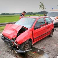 26.05.2015-Jengen-B12-Ostallgäu-Unfall-Gas und Bremse verwechselt-Verletzte-Krankentransportwagen-Rettungswagen-Bringezu-Polizei-Auffahrunfall (2)