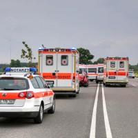 26.05.2015-Jengen-B12-Ostallgäu-Unfall-Gas und Bremse verwechselt-Verletzte-Krankentransportwagen-Rettungswagen-Bringezu-Polizei-Auffahrunfall (7)