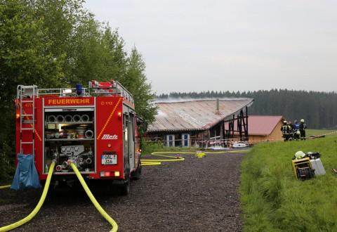 27.05.2015-Marktoberdorf-Burk-Feuer-Pferdestall-Reiterhof-Feuerwehr-alle Tiere gerettet-Bringezu-Ostallgäu (33)