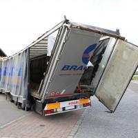 29.05.2015-Biessenhofen-Ostallgäu-LKW_Unterführung-Auflieger zerstört-Bringezu-new-facts.eu-Massiver Schaden (13)