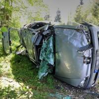 VU-Rpsshaupten-Halblech-OAL 1-Fahrerin-schwerverletzt-eingeklemmt-Autp deformiert-Feuerwehr-Rettungsdienst-Rettungshubschrauber-Ostallgäu-Bringezu (34)_tonemapped