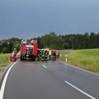 12-06-15_BY_Unterallgaeu_Ottobeuren_Guggenberg_Unfall_Feuerwehr_Poeppel_new-facts-eu0023