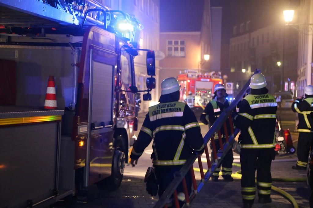 14-06-15_BY-Memmingen_Brand_Wohn-Geschaeftshaus_Kreuzstrasse_Feuerwehr_Poeppel_new-facts-eu0073