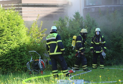 01-07-15_BY-Memmingen_Brand_Wohnung_Huehnerberg-Feuerwehr_Poeppel_new-facts-eu0016