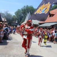 12-07-2015_BY-Kaltenberg-Festspiele_2015_Umzug_Kuehnl_new-facts-eu0326