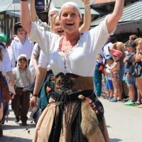 12-07-2015_BY-Kaltenberg-Festspiele_2015_Umzug_Kuehnl_new-facts-eu0352