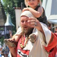 12-07-2015_BY-Kaltenberg-Festspiele_2015_Umzug_Kuehnl_new-facts-eu0362