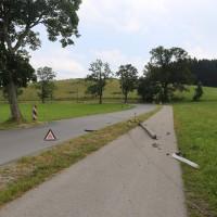 Unfall-Elbsee-Telefonmast-BMW-Seniorin-verletzt-kein Telefon-Mast-abgerissen-Rettungdienst-Hubschrauber-new-facts.eu-Thorsten-Bringezu-Aitrang (11)