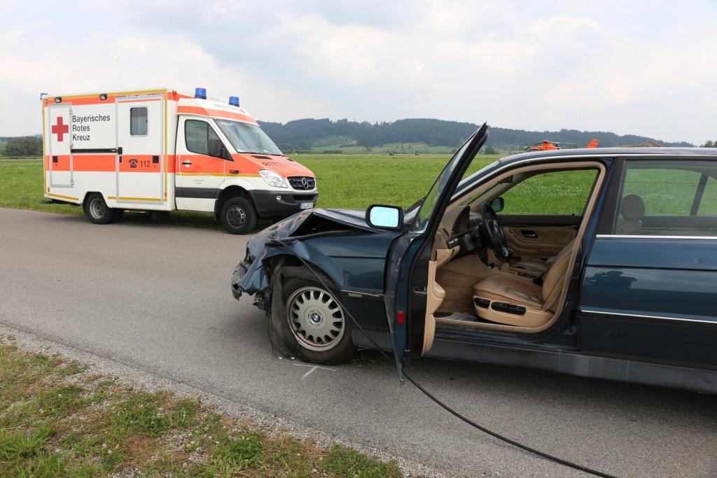 Unfall-Elbsee-Telefonmast-BMW-Seniorin-verletzt-kein Telefon-Mast-abgerissen-Rettungdienst-Hubschrauber-new-facts.eu-Thorsten-Bringezu-Aitrang (26)