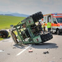 Unfall-St2008-Seeg-Legenwang-PKW-gegen-Traktor-4-Verletzte- Ostallgäu-Bringezu-Rettungshubschrauber (1)_tonemapped