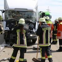 04-08-2015_A96_Memmingen_Stau_Lkw-Unfall_Feuerwehr_Poeppel_new-facts-eu0003