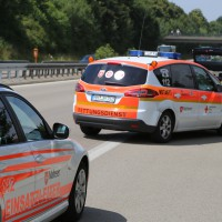 04-08-2015_A96_Memmingen_Stau_Lkw-Unfall_Feuerwehr_Poeppel_new-facts-eu0004