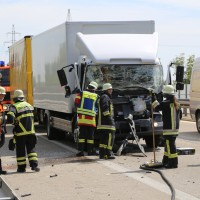 04-08-2015_A96_Memmingen_Stau_Lkw-Unfall_Feuerwehr_Poeppel_new-facts-eu0006