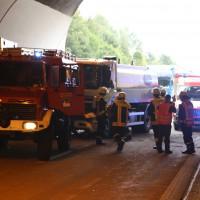 18-08-2015_A96_Kohlbergtunnel_Stetten_Erkheim_Lkw-Unfall_Vollsperrung_Feuerwehr_Poeppel_new-facts-eu0005
