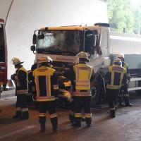 18-08-2015_A96_Kohlbergtunnel_Stetten_Erkheim_Lkw-Unfall_Vollsperrung_Feuerwehr_Poeppel_new-facts-eu0011