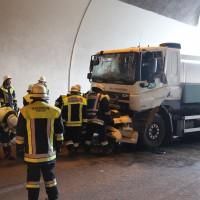 18-08-2015_A96_Kohlbergtunnel_Stetten_Erkheim_Lkw-Unfall_Vollsperrung_Feuerwehr_Poeppel_new-facts-eu0012
