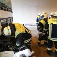 18-08-2015_A96_Kohlbergtunnel_Stetten_Erkheim_Lkw-Unfall_Vollsperrung_Feuerwehr_Poeppel_new-facts-eu0025