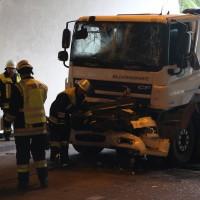 18-08-2015_A96_Kohlbergtunnel_Stetten_Erkheim_Lkw-Unfall_Vollsperrung_Feuerwehr_Poeppel_new-facts-eu0034