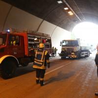 18-08-2015_A96_Kohlbergtunnel_Stetten_Erkheim_Lkw-Unfall_Vollsperrung_Feuerwehr_Poeppel_new-facts-eu0035