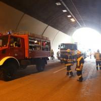 18-08-2015_A96_Kohlbergtunnel_Stetten_Erkheim_Lkw-Unfall_Vollsperrung_Feuerwehr_Poeppel_new-facts-eu0040