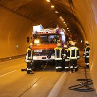 18-08-2015_A96_Kohlbergtunnel_Stetten_Erkheim_Lkw-Unfall_Vollsperrung_Feuerwehr_Poeppel_new-facts-eu0049