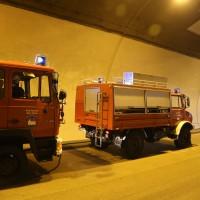 18-08-2015_A96_Kohlbergtunnel_Stetten_Erkheim_Lkw-Unfall_Vollsperrung_Feuerwehr_Poeppel_new-facts-eu0056