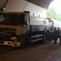 18-08-2015_A96_Kohlbergtunnel_Stetten_Erkheim_Lkw-Unfall_Vollsperrung_Feuerwehr_Poeppel_new-facts-eu0057