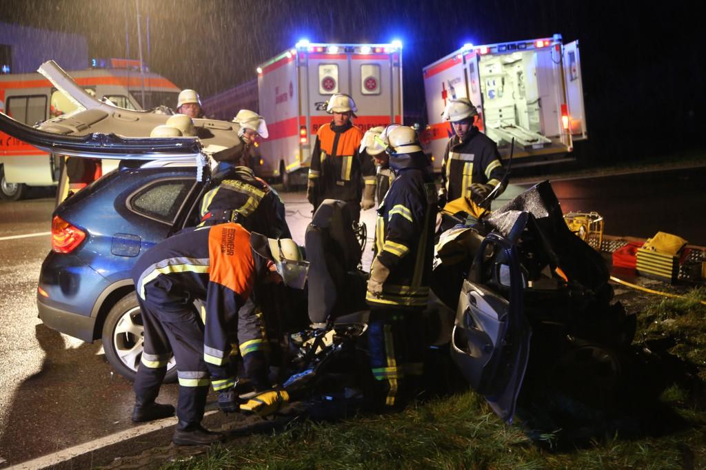 24-08-2015_BY-B300_Babenhausen_Unfall_Feuerwehr_Poeppel_new-facts-eu0068