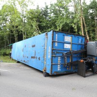 27-08-2015_BY_Unterallgaeu_Ottobeuren_Lkw-Unfall_schwer_Feuerwehr_Poeppel0007